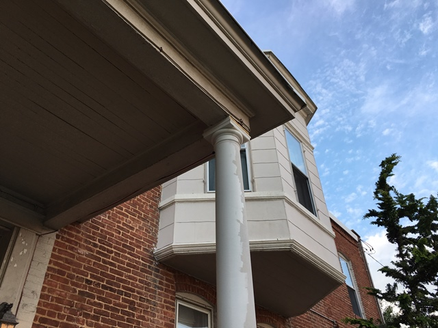 The painted part of the column is the lighter color again, but look at it compared to the bay window in back.  Nice match!